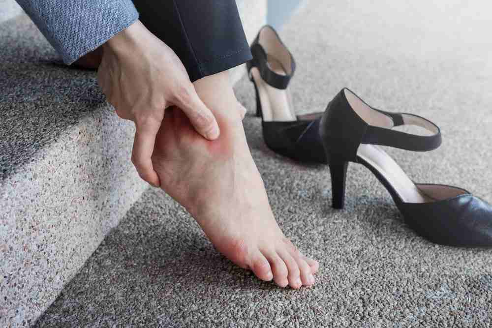 can plantar fasciitis go away on its own